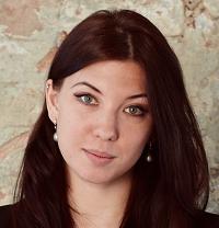 Nina De la Cruz